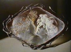 René Lalique's 'Le Baiser' brooch
