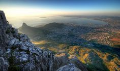 Honeymoon idea: Stand atop Table Mountain - new 7 Wonder of Nature as of May (Cape Town, South Africa) Cool Places To Visit, Great Places, Stuff To Do, Things To Do, Cruise Destinations, Table Mountain, Next Holiday, African Countries, Natural Wonders