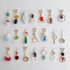 OZAKIさんはInstagramを利用しています:「愛媛県にあるお店emunanaさまへ 新しいアクセサリーを 送らせていただきました パーツを組み合わせて使った アクセサリーや、 ボタンリングもご覧いただけます #OZAKI #emunana」 Handmade Wire Jewelry, Handmade Accessories, Resin Jewelry, Earrings Handmade, Jewelry Crafts, Beaded Jewelry, Jewelry Accessories, Jewelry Design, Homemade Jewelry