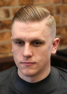 When looking for a trendy new men's hairstyle for the skin fade haircut is your new best friend. Bringing to you [Skin Fade Haircut Insider] High Fade Haircut, Taper Fade Haircut, Tapered Haircut, Undercut Fade, New Men Hairstyles, Side Part Hairstyles, Undercut Hairstyles, Medium Hairstyles, Summer Hairstyles