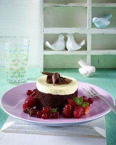Unser beliebtes Rezept für Schokoladentörtchen mit marinierten Beerenfrüchten und mehr als 55.000 weitere kostenlose Rezepte auf LECKER.de.