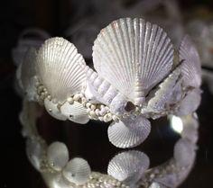 coroa de conchas para sereis modernas