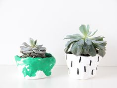 This year for Earth Day, teach your kids about the importance of plants and make some fun DIY pinch pots!