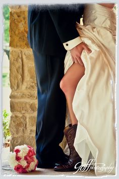 #wedding photo idea - bride & groom ... Groom's Wedding Guide ... https://itunes.apple.com/us/app/the-gold-wedding-planner/id498112599?ls=1=8  ♥  The Gold Wedding Planner iPhone App ♥