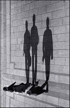 24 Light and Shadow Photography for Inspiration - vintagetopia Shadow Art, Shadow Play, Long Shadow, Black White Photos, Black And White Photography, Light And Shadow Photography, Black And White Man, Monochrome Photography, Urbane Fotografie