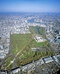 Stock Photo : Aerial view of Buckingham Palace, St. James Park