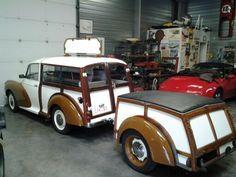 Morris minor et sa remorque. Vintage Trailers, Vintage Cars, Antique Cars, Tiny Trailers, Campers World, Morris Traveller, Camper Caravan, Morris Minor, Classic Mustang