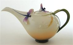 Dragonfly tea pot... @Teresa Selberg Selberg Selberg Selberg Crotinger Hoppe, OMG this matches your vase!