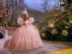 glinda the good witch costume- one of my very favorite costumes of all time Glenda The Good Witch, Billy Burke, Wizard Of Oz 1939, The Worst Witch, Supernatural Funny, Star Wars, Ballet, Favim, Best Shows Ever