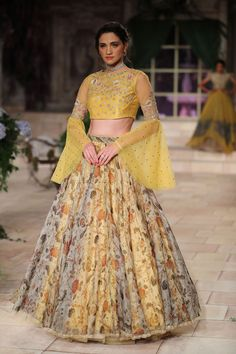 Buy for contact what app My company name pushkar Fashion industry Jaipur India Pakistani Dresses, Indian Dresses, Indian Outfits, Choli Designs, Lehenga Designs, Modern Blouse Designs, Dress Designs, Sleeve Designs, Lehnga Blouse