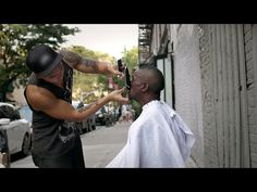 他剪的是頭髮,補的卻是人的心!高級理髮師 Mark Bustos 只願意替流浪漢剪髮,被他剪完的流浪漢竟然都重獲新生了...