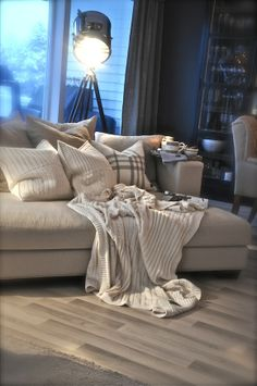 Neutral colors, love the floor. Ih, Neutral Colors, Cosy, Living Room Designs, Villa, Throw Pillows, Flooring, Interior, Inspiration
