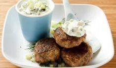Μπιφτέκια με σάλτσα γιαουρτιού-πατάτας Salsa Tzatziki, Tapas, Snack, Baked Potato, Mashed Potatoes, Baking, Ethnic Recipes, Food, Appetizer Recipes