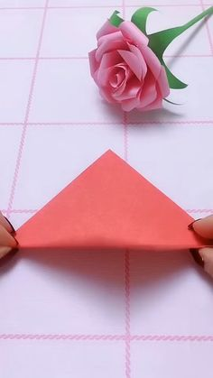 Origami Flowers 291397038392560457 - Source by pieretsylv Diy Crafts Hacks, Diy Crafts For Gifts, Easy Diy Crafts, Diy Arts And Crafts, Decor Crafts, Cool Crafts, Diy Crafts For Home Decor, Diy Projects, Paper Flowers Craft