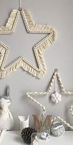 Find the latest free macrame tutorials by TWOME. Learn how to make a macrame coaster, macrame feather, macrame wall hanging and more macrame projects. Macrame Wall Hanging Patterns, Macrame Art, Macrame Design, Macrame Projects, Macrame Knots, Micro Macrame, Macrame Wall Hangings, Free Macrame Patterns, Macrame Wall Hanger