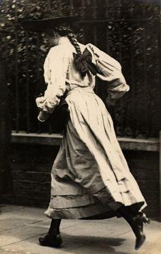 Photograph by Edward Linley Sambourne, Kensington, London, 1906.