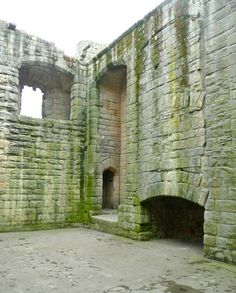 The fireplace of the Great Hall in the Keep of Warkworth castle by Humphrey Bolton, via Geograph