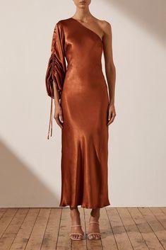 Kimono Dress, Silk Dress, Satin Dresses, Gowns, Elegant Midi Dresses, Dress Outfits, Fashion Dresses, Girly Outfits, Event Dresses