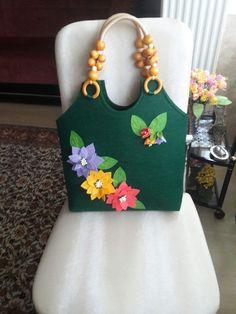 Bolsas  que eu vou criar:🎒👛👜🌠🌠🌠🌠🌠👏❤💎 Hessian Bags, Jute Bags, Marimekko Bag, Burlap Ornaments, Felted Wool Crafts, Diy Bags Purses, Felt Purse, Diy Tote Bag, Patchwork Bags