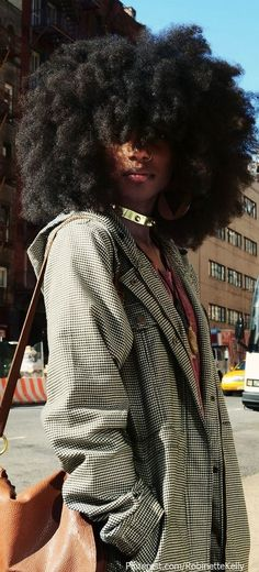 Ladies, try to fall in love again with your natural afro hair. Have a look at all these Afro hair inspiration images that we've collected for you, enjoy! Pelo Natural, Natural Hair Tips, Natural Hair Styles, Natural Curls, Natural African Hair, Natural Black Hair, Natural Afro Hairstyles, Black Women Hairstyles, Kid Hairstyles