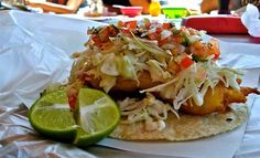 Tacos de pescado estilo Ensenada, Baja California Restaurant Recipes, Seafood Recipes, Mexican Food Recipes, Ethnic Recipes, Seafood Ceviche, Fish And Seafood, Beer Battered Fish Tacos, Pescatarian Diet, Mexican Tacos