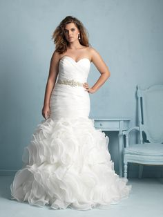This Strapless Gown S Softly Ruched Bodice Trails To A Playful Ruffled Skirt With Flair For Drama And Elegance Find Pin More On Curvy Bridal