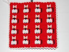 De här grytlapparna är stickade på en rundsticka och har samma mönster på båda sidorna. Westies, Pot Holders, Presents, Kids Rugs, Knitting, Crochet, Crafts, Diys, Kitchen