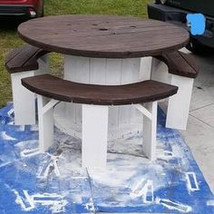 Diy Cable Spool Table, Wood Spool Tables, Wooden Cable Spools, Wire Spool, Spools For Tables, Cable Spool Ideas, Pallet Furniture, Furniture Projects, Furniture Makeover
