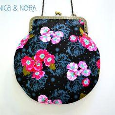 Bolsito Pretty, confeccionado artesanalmente en nuestro taller y disponible en www.niycanora.com