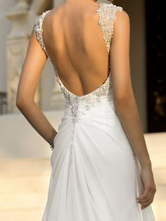 The back of this dress. Wow! So stunning 💕