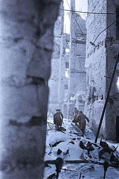 Soviet soldiers in Stalingrad battle 1942.