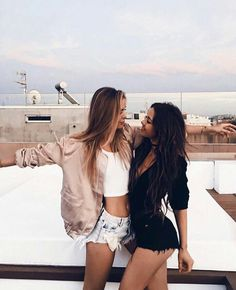 Trendy photography poses for friends friendship ideas Photos Bff, Bff Pics, Bff Pictures, Best Friend Pictures, Friend Photos, Lake Pictures, Bff Goals, Friend Goals, Squad Goals
