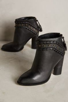 Cynthia Vincent Witty Booties Black 8 Boots