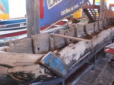 Canoa primitiva encontrada enterrada no litoral do nordeste e exposta no Museu Nacional do Mar em São Francisco do Sul, estado de Santa Catarina, Brasil.  Fotografia: Rafael Iluminado/ UOL.