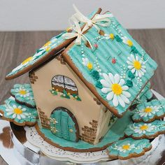 GINGERBREAD HOUSE~Teal daisies roof house