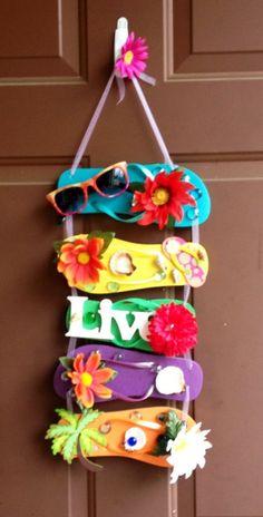 58 Ideas Spring And Summer Door Hangers Flip Flop Wreaths Flip Flops Diy, Flip Flop Craft, Crafts To Make, Fun Crafts, Crafts For Kids, Arts And Crafts, Beach Crafts, Summer Crafts, Diy Wreath