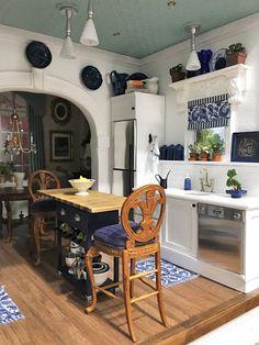 My Miniature Madness: The Creative Process. Miniature Rooms, Miniature Kitchen, Miniature Houses, Miniature Furniture, Dollhouse Furniture, Barbie Furniture, Victorian Dollhouse, Modern Dollhouse, Victorian Dolls