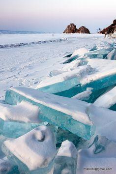 マイ現代メット - 世界最大の湖のうち、ターコイズ氷の突出部の破片