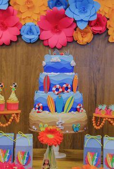 Festinha com decoração havaiana Mais Kids Beach Party, Luau Party, Baby Party, Festa Moana, Moana Party, Surfer Party, Hawiian Party, Surf Decor, 2nd Birthday Parties