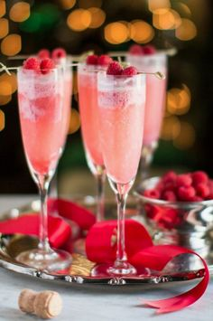 10 Christmas Cocktail Recipes - Life Of Cuda Easy Alcoholic Drinks, Fruity Drinks, Drinks Alcohol Recipes, Yummy Drinks, Cocktail Recipes, Fireball Recipes, Cocktail Ideas, Christmas Entertaining, Christmas Brunch