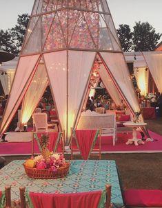 This setup is picture-perfect. Wedding Prep, Wedding Goals, Wedding Events, Wedding Planner, Dream Wedding, Wedding Ceremony, Mehndi Decor, Outdoor Indian Wedding, Indian Wedding Stage