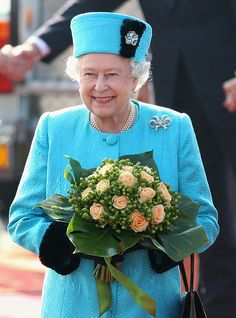 Queen Elizabeth II arrives at Joze Pucnik airport on the first day of a two day tour of Slovenia on October 2008 in Ljubljana, Slovenia. The Queen and the Duke of Edinburgh are on the state visit. Elizabeth Philip, Queen Elizabeth Ii, Die Queen, Queen Hat, English Royal Family, Foto Real, Royal Queen, Her Majesty The Queen, Queen Of England