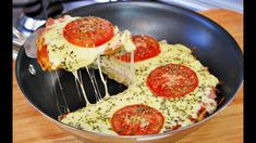 #receitas #receitascaseiras #receitasrapidas #comida #pizza #pizzacaseira #pizzadeliquidificador Mini Pizzas, Healthy Pizza, Vegan Pizza, Frying Pan Pizza, Pizza Pan, Pizza Quotes, Pesto Pizza, Pizza Rolls, Easy Snacks