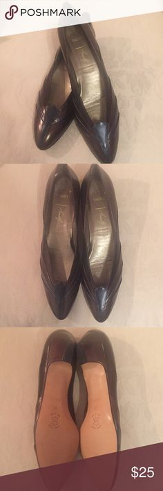 """Pillow Chuckle Amalfi This is Diane Amalfi closed toe shoes in bronze, dark plum, and dark navy colors with genuine leather. It has been worn a few times but it is in a good condition. It doesn't have any scratches or marks. They were worn with the shoe soles, so there is some adhesive residue left inside. The height of the heels is 1.5"""". This beautiful pair is in size 10 4A. Please feel free to ask me any questions you may have about this cute shoes! Thank you for checking out my posh…"""