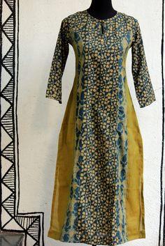 long kurta - indigo-yellow & teen kali Salwar Designs, Kurta Designs Women, Blouse Designs, Kurta Patterns, Dress Patterns, Indian Dresses, Indian Outfits, Fashion Pants, Fashion Dresses