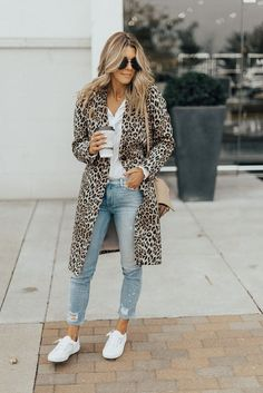 Outfit details: Leopard Coat // Sneakers // White Blouse // Jeans A leopard coat might seem like a big statement, and it is, but it's also surprisingly versatile and the perfect addition to your holiday ensembles. Casual Dress Outfits, Casual Summer Outfits, Mode Outfits, Fall Outfits, Fashion Outfits, Fashion Shoes, Sneakers Fashion, Dress Fashion, Fashion Ideas