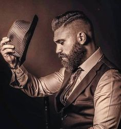 Trending beard style men in Find the best beard designs and shapes for their short and long facial hair with masculine character and charm. Beard Styles Names, Beard Styles For Men, Hair And Beard Styles, Great Beards, Awesome Beards, Cool Haircuts, Haircuts For Men, Haircut Men, Trending Beard Styles
