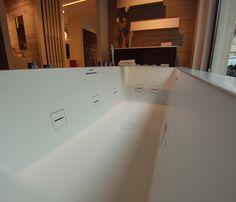 Vasca idromassaggio con bocchette a filo, cromoterapia. www.stanzedautore.it