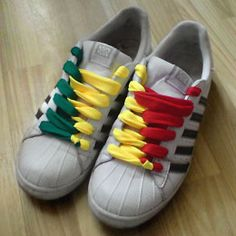 White sneakers with black trim and green, yellow & red combination of Half & Half Lacing and Loop Back Lacing (from Piotrek R) Lace Converse Shoes, White Sneakers, Adidas Sneakers, Lacing Shoes, Ways To Lace Shoes, Shoes Wallpaper, Tie Shoelaces, Cute Pillows, Hype Shoes