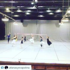 Short little clip of @iana_salenko & I rehearsing the ribbon pas de deux from Sir Frederick Ashton's La Fille mal Gardee with the wonderful ladies of the @bolshoi_theatre this morning!  Video by @afanasyevapolina  #stevenmcrae #ianasalenko #royalballet #bolshoiballet #royaloperahouse #bolshoitheatre #ballet #dance #fun #rehearsal